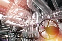 Индустриальная зона, стальные трубопроводы и кабели Стоковые Фото