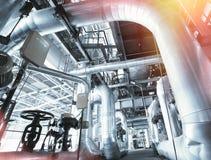 Индустриальная зона, стальные трубопроводы и кабели Стоковое Изображение RF