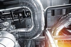 Индустриальная зона, стальные трубопроводы и кабели Стоковые Изображения RF