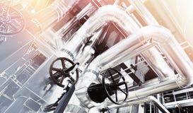 Индустриальная зона, стальные трубопроводы и кабели Стоковое Изображение