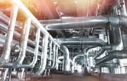 Индустриальная зона, стальные трубопроводы и кабели Стоковое Фото