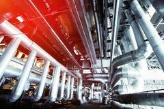 Индустриальная зона, стальные трубопроводы и оборудование Стоковое фото RF
