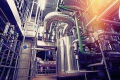 Индустриальная зона, стальные трубопроводы и оборудование Стоковое Изображение