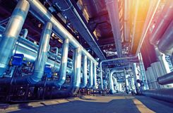 Индустриальная зона, стальные трубопроводы и оборудование Стоковые Изображения