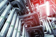 Индустриальная зона, стальные трубопроводы и оборудование Стоковые Изображения RF