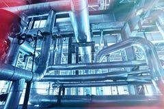 Индустриальная зона, стальные трубопроводы, клапаны и танки Стоковые Изображения RF