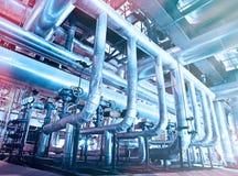 Индустриальная зона, стальные трубопроводы, клапаны и танки Стоковое Фото