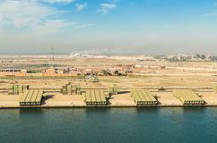 Индустрия вдоль западной стороны канала Суэца, Египта стоковые изображения rf
