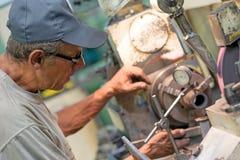 Индустрия механической обработки: сверлить металла стоковое фото rf