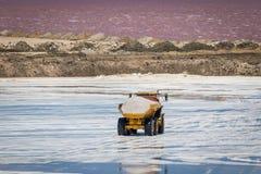 Индустрия соли в Намибии стоковые фото