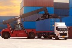 Индустрия транспорта снабжения грузя стоковые фото