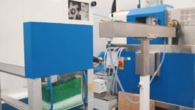 Индустрия Chemidtry - пластичные зерна на штрангпрессе для делать пластмассы на manufactory штранг-прессования Стоковое фото RF