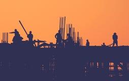 Инженерство рабочий-строителя построило концепцию здания Стоковое Изображение RF