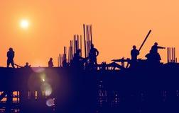 Инженерство рабочий-строителя построило концепцию здания Стоковые Изображения RF