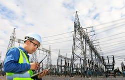 Инженеры и электростанция Стоковые Изображения RF