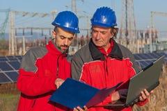 Инженеры на работе стоковые фотографии rf