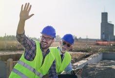Инженеры на строительной площадке стоковые изображения rf
