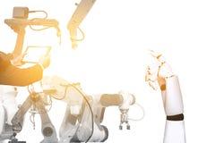 Инженеры технологии робототехники с робототехническими оружиями стоковые фотографии rf