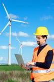 Инженер в генераторе энергии ветротурбины Стоковые Фото