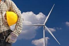 Инженер в станции генератора энергии ветротурбины Стоковые Фото