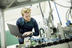 Инженер в фабрике стоковые фото