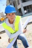 Инженер женщины на строительной площадке Стоковое фото RF