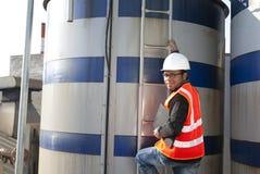 Инженер и бак для хранения Стоковая Фотография RF