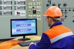 Инженер на компьютере Стоковые Изображения RF