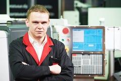 Инженер обслуживания на мастерской механического инструмента Стоковое Изображение RF