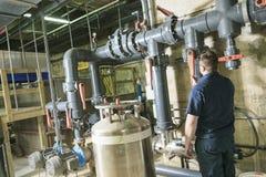 Инженер ремонтника технической системы огня или стоковое фото