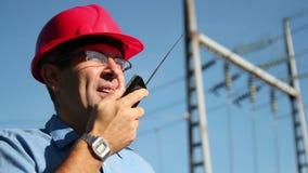 Инженер-электрик на работе сток-видео