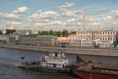 линии светящая вода икон предпосылки черные вектора перехода комплекта Толкатель кудели лодки в каналах реки Москвы против фона с Стоковое Изображение RF
