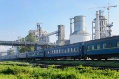 длинний пассажирский поезд Стоковые Фотографии RF