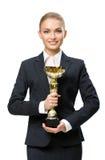 длинной с Полу портрет бизнес-леди держа чашку золота Стоковая Фотография RF