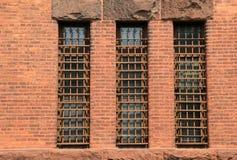 3 длинных запертых окна в старой кирпичной стене Стоковая Фотография