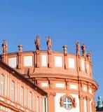 Иносказания стоя на крыше Стоковая Фотография