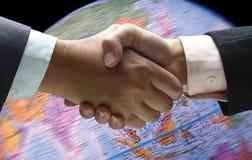 Иностранная валюта предпосылки встряхивания руки Стоковые Фото