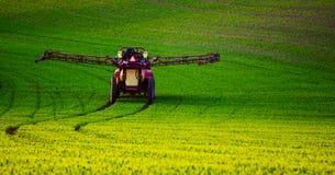 Инсектицид сельско-хозяйственной техники распыляя стоковые изображения rf