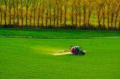 Инсектицид сельско-хозяйственной техники распыляя Стоковая Фотография RF