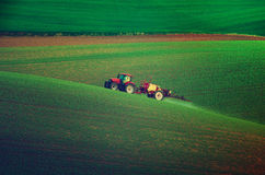 Инсектицид сельско-хозяйственной техники распыляя стоковое фото