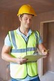 Инспектор по строительству смотря новое свойство стоковое изображение rf