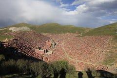 Институт тибетского буддизма в Китае стоковое изображение rf