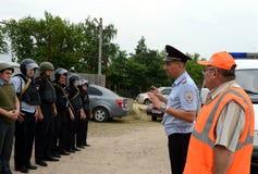 Инструкция полицейских на тренировках стоковые фото