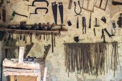 инструменты близкой руки старые ржавые поцарапанные вверх Стоковое фото RF