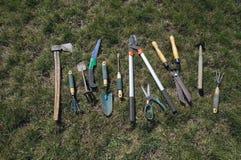 инструменты весеннего времени сада садовничая стоковая фотография