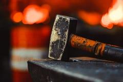 Инструменты в кузнице стоковые фото
