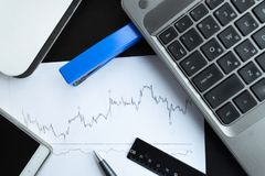 Инструменты графика состояния запасов и офиса Стоковая Фотография