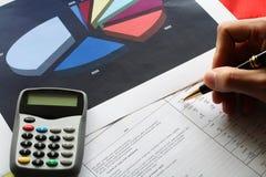 инструменты дела финансовохозяйственные стоковое изображение rf
