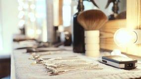 Инструменты для парикмахера парикмахерскаь сток-видео
