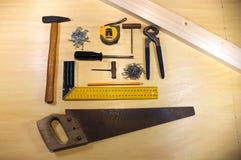 Инструменты для плотничества на таблице Стоковые Фото